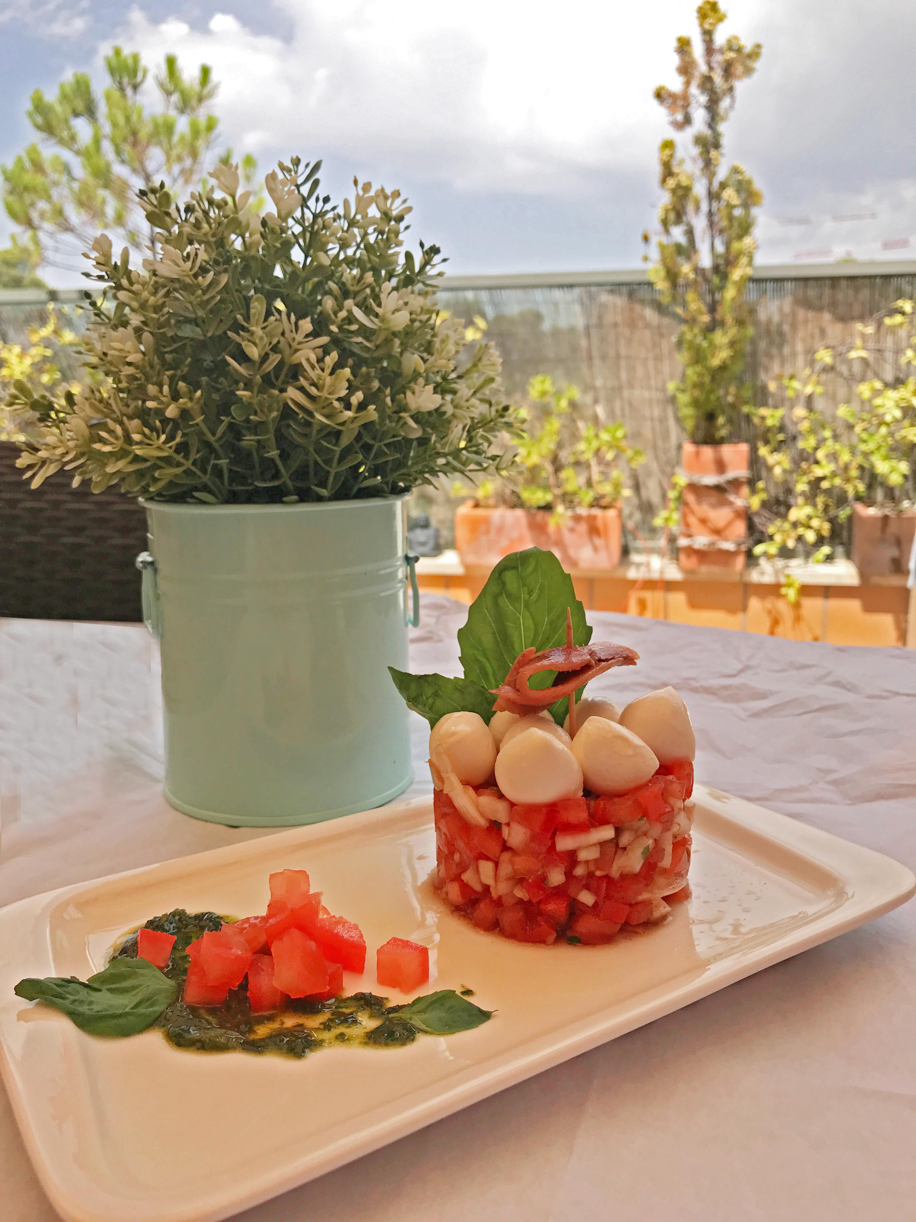 Tartar de tomate con mozzarella